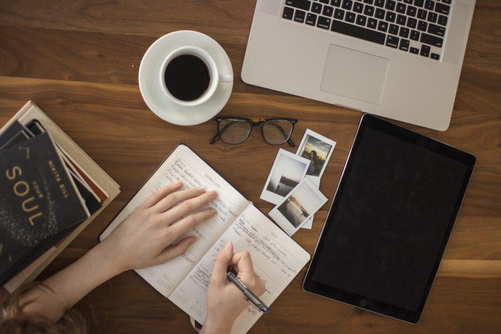 Schreibtisch Kaffee